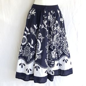 Floral round skirt, size XL, blue and white skirt
